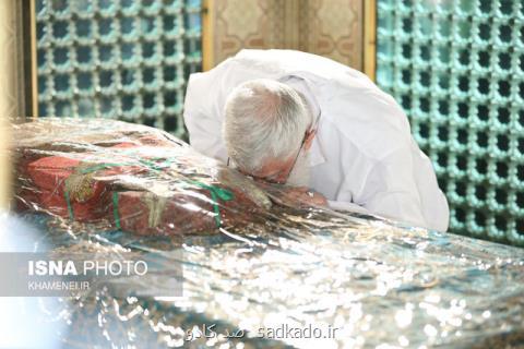 پارچه هایی از طلا و نقره برای مزار امام رضا(ع)بعلاوهعكس Image