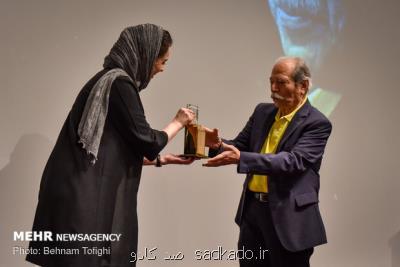 در سومین دوره اهدای نشان؛ علی نصیریان نشان داود رشیدی گرفت، شب تكریم تئاتر، سینما و ادبیات Image